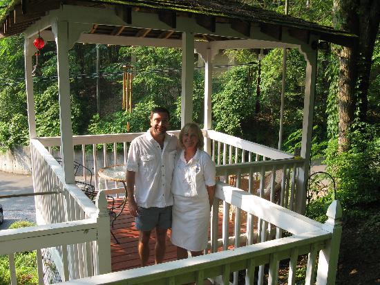 Laurel Springs Lodge B&B: Our Hosts Dan and Karen