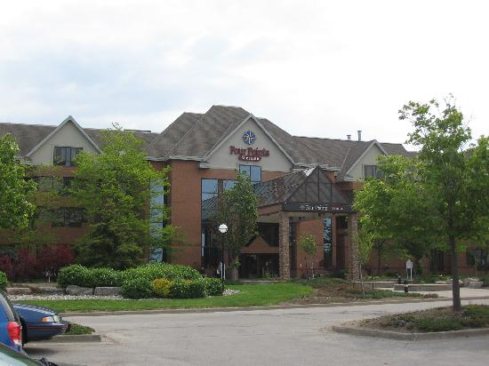 Four Points by Sheraton St. Catharines Niagara Suites: Front of the Hotel