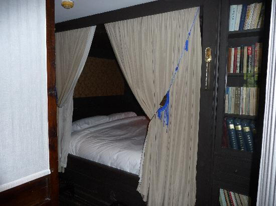 China Club: the  alcove bed