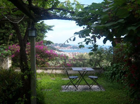 B&B Al Lizzo: View of the Bay