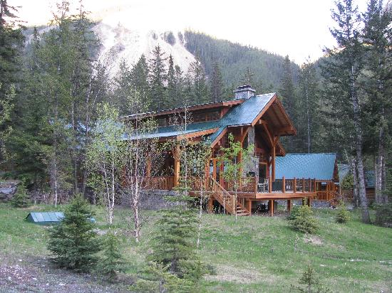 Cathedral Mountain Lodge: The Lodge