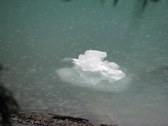Moraine Lake Lodge: Iceberg!!