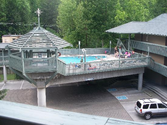 Pool and hot tub picture of gatlinburg sevier county for Garden spas pool germantown tn
