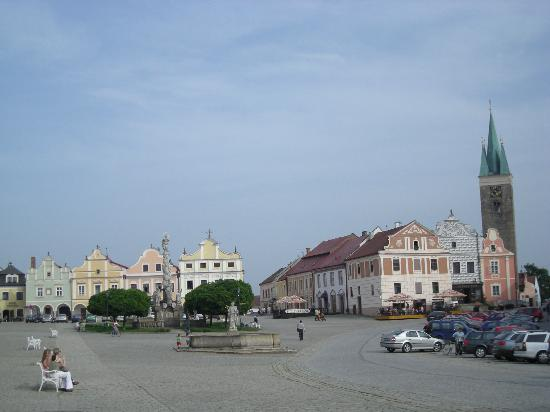 Hotel Telc: Telc's main square - hotel is straight ahead in the middle of the picture