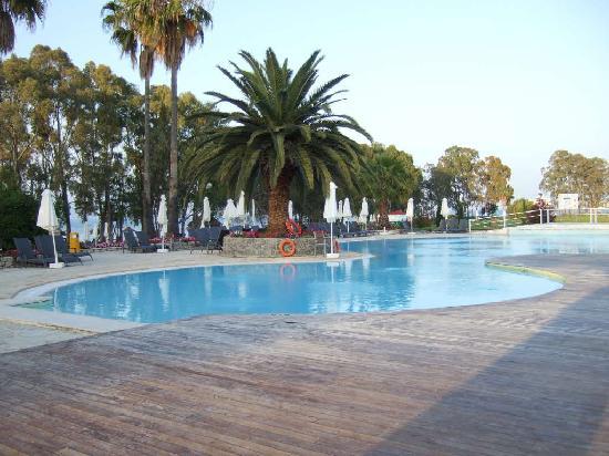 Family Life Kerkyra Golf: pool area.