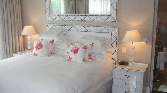 The Twelve Apostles Hotel and Spa: the bedroom