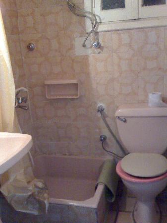 Palace Hotel: salle d'eau ch1