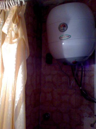 Palace Hotel: ballon d'eau douche  ch1