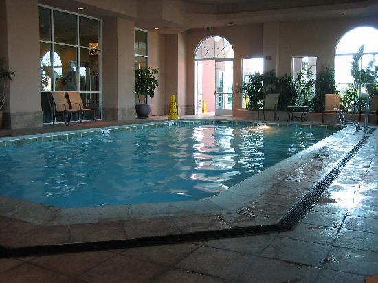 Embassy Suites by Hilton Hotel Monterey Bay - Seaside: salt water pool area