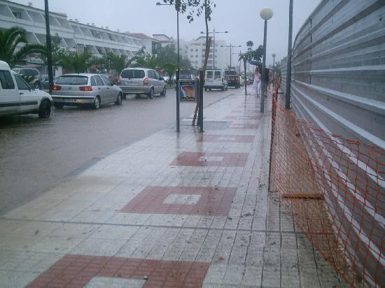 Ocean Beach Aparthotel: the other way leading to shops it was raining hard this day