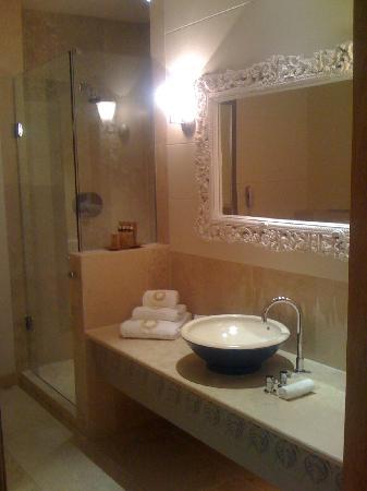 Monart: Deluxe Bathroom