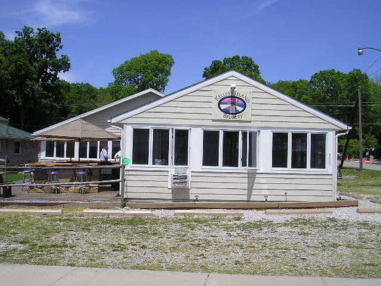 Kelleys Island, OH: This is the front of the building