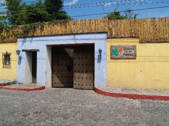 Quinta de las Flores: The Entrance