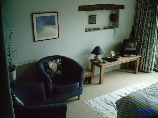 West Colwell Farm: captains room seating area