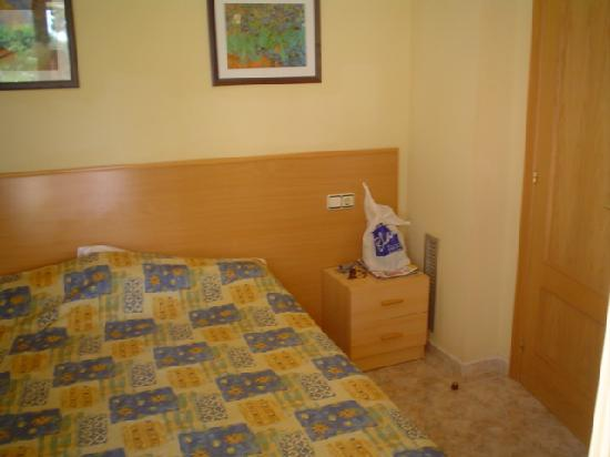 Imperial Apartments: Double bedroom
