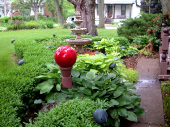Park Avenue Guest House: Front yard