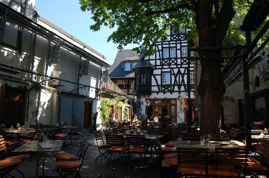 Breuer's Ruedesheimer Schloss: BRSH_Room 24_Restaurant_External area