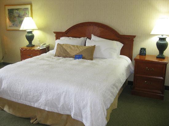Lake Oswego, Oregón: Comfortable King  Bed