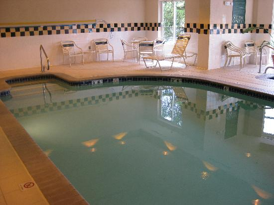 Lake Oswego, OR: Pool Area
