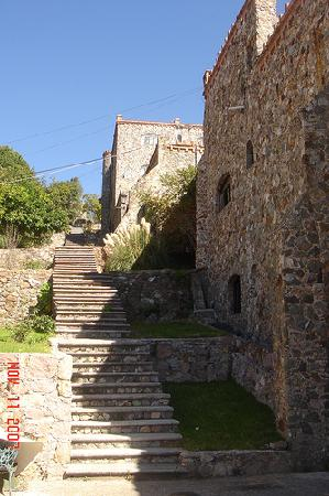 Castillo Santa Cecilia Hotel: Lots of stairs when exploring the grounds