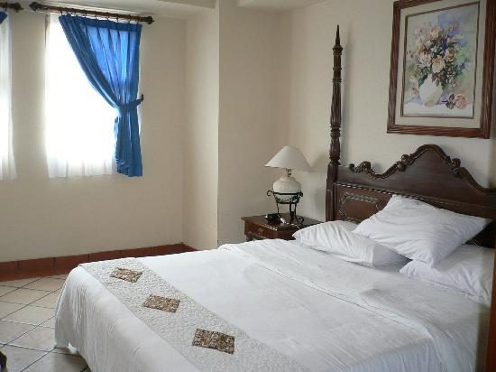 Marbella Hotel, Convention & Spa : deluxe suite, bedroom