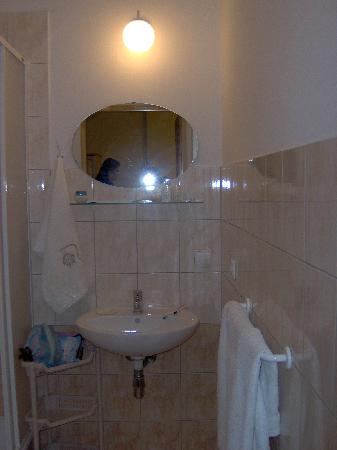 Cybulskiego Guest Rooms: partial view bathroom