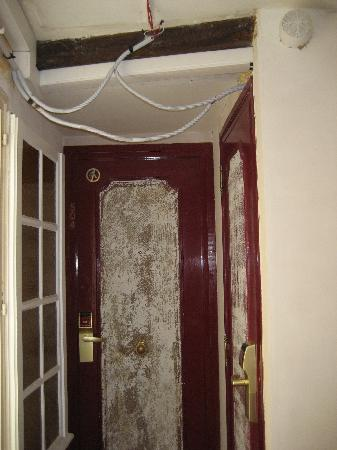 BEST WESTERN Gaillon Opera : All the doors were like this