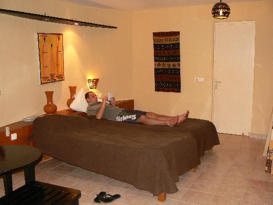 Royam Hotel: CHAMBRE 2