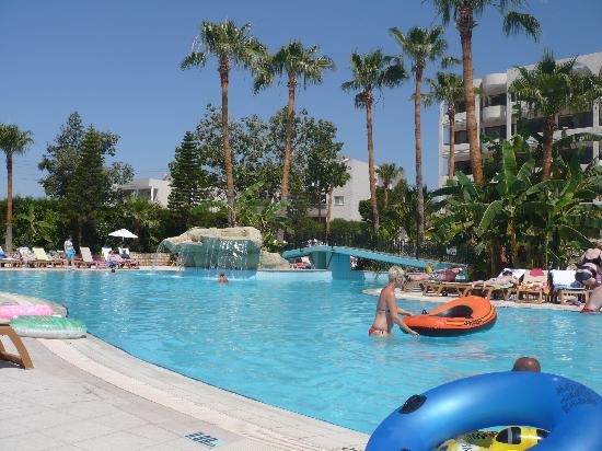Atlantica Oasis Hotel: The main pool