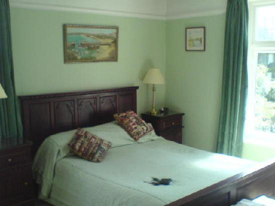 Gwyndra House: Bedroom