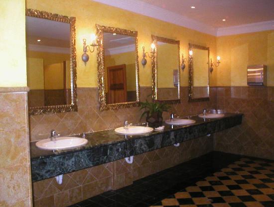 Puertas De Baño Publico:Iberostar Hacienda Dominicus: Uno de los baños publicos