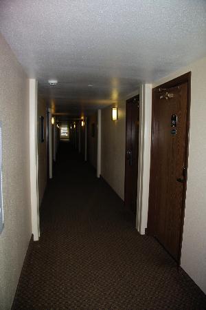 Elk Country Inn: Hallway