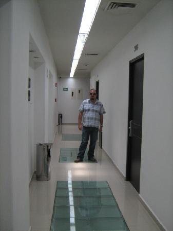 City Express Morelia: pasillo a los cuartos