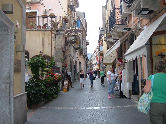 Hotel Villa Kristina: street in town