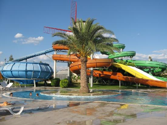 Sunrise Resort Hotel: The AquaPark at the end of a hard day of carrying a 2 year old up the steps to the top of the sl