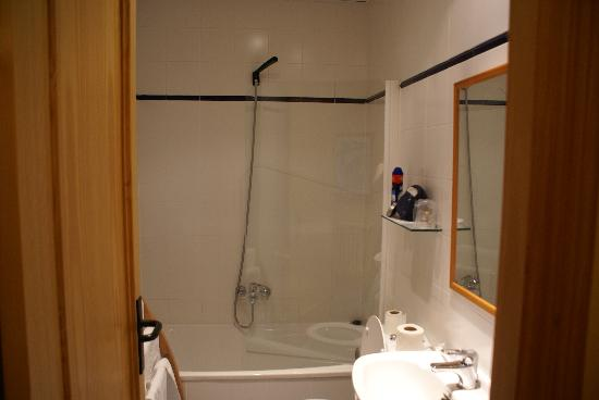 Hotel Montanes: baño