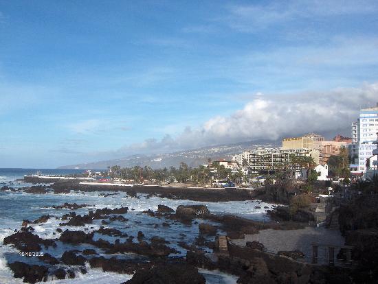 Hotel Gema Puerto: Vistas desde el paseo, Martiánez al fodo