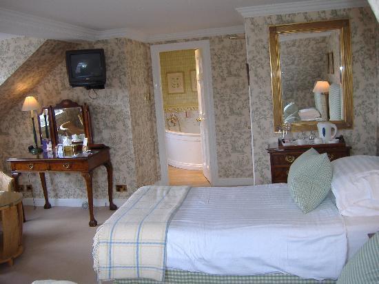 Stobo Castle: The Selkirk Room