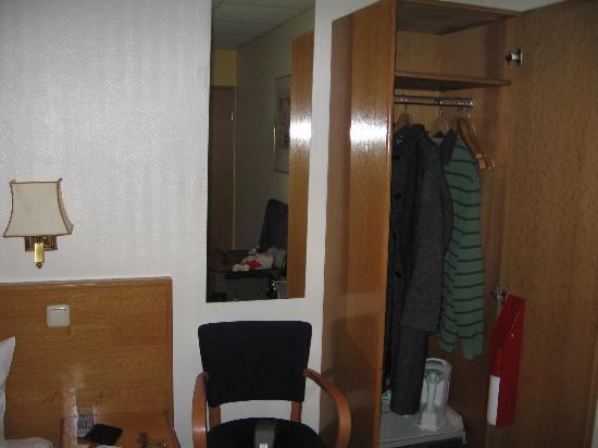 Hotel Fita: small space