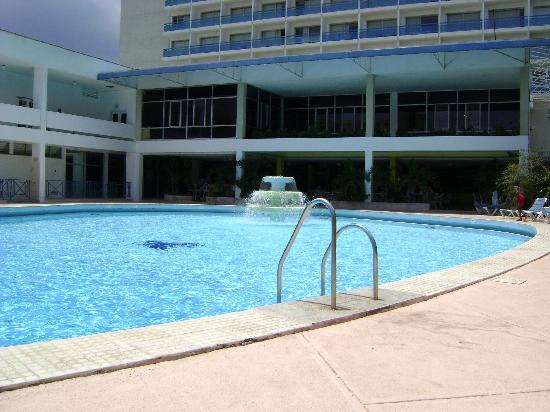 The Jamaica Pegasus Hotel: The pool area is good
