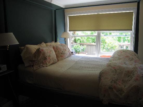 Annie's Cottage: queen bed