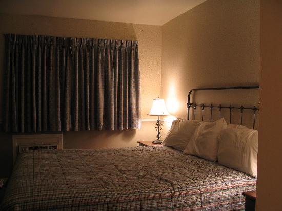 Diablo Mountain Inn: King-sized bed