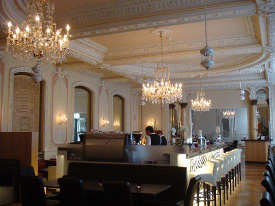 Heliopark Bad Hotel zum Hirsch: The bar