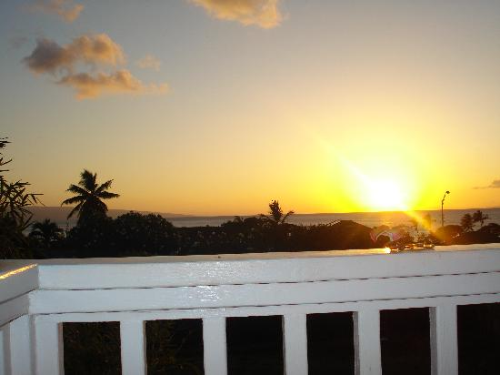 Garden Gate Bed and Breakfast: Awesome Sunset