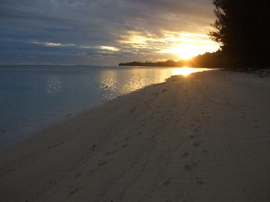 Bella Beach Bungalows: Sunset