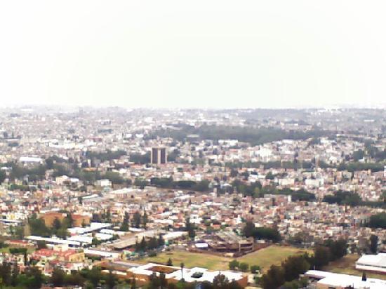 Villa Montaña Hotel & Spa: Looking down from the hotel onto the City of Morelia