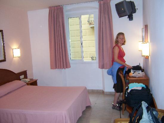 Hotel Cortes: Our Room