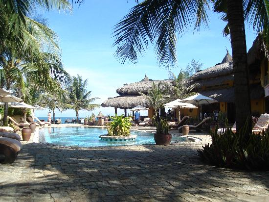 Mia Resort Mui Ne: Pool und Terrasse
