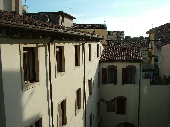 Aparthotel Verona House: Looking out of apartment window