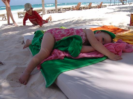 Cabanas La Luna : Sunbed naps in the shade of the palms